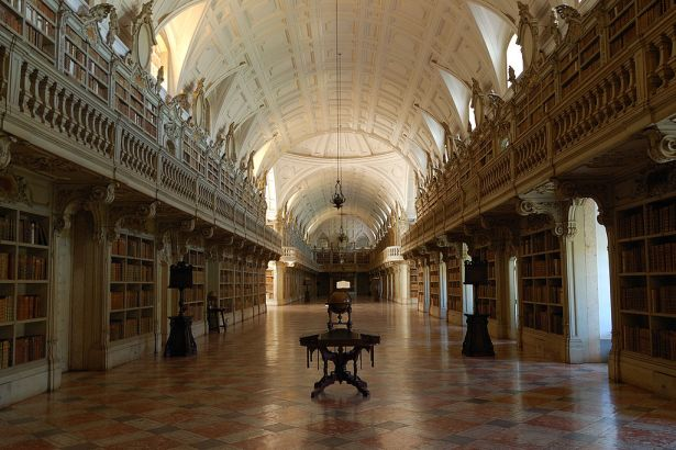 1024px-MafraPalace-Library